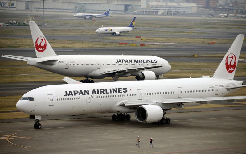 今傳松山機場有一名日本航空報到櫃台的地勤人員也染疫,松山機場證實此事。日航示意圖。本報資料照片
