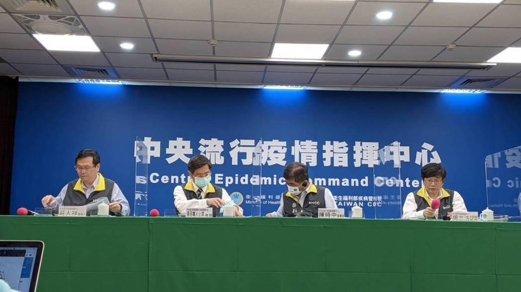 中央流行疫情指揮中心5月10日記者會出席名單由左到右為中央流行疫情指揮中心發言人...