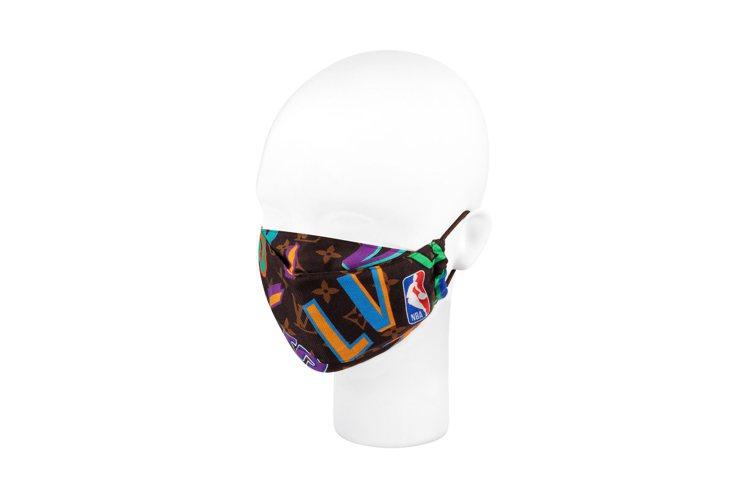 彩色球隊代表字母口罩,19,700元。圖/LV提供