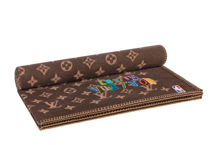 手縫字母裝飾毯子,74,500元。圖/LV提供