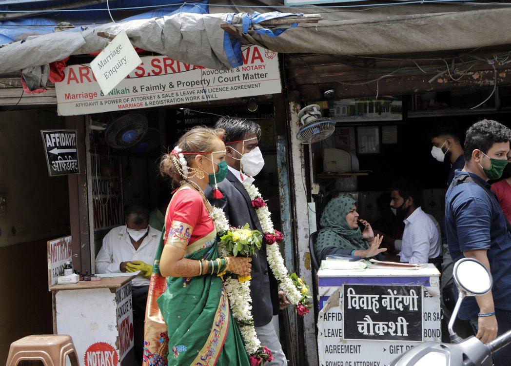 印度延長封鎖措施,經濟恐受重創。美聯社