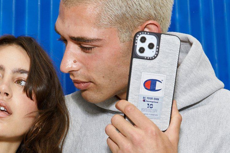 聯名商品更將Champion獨家專利橫紋編織技術融合到配件設計上,以棉質混紡運動...