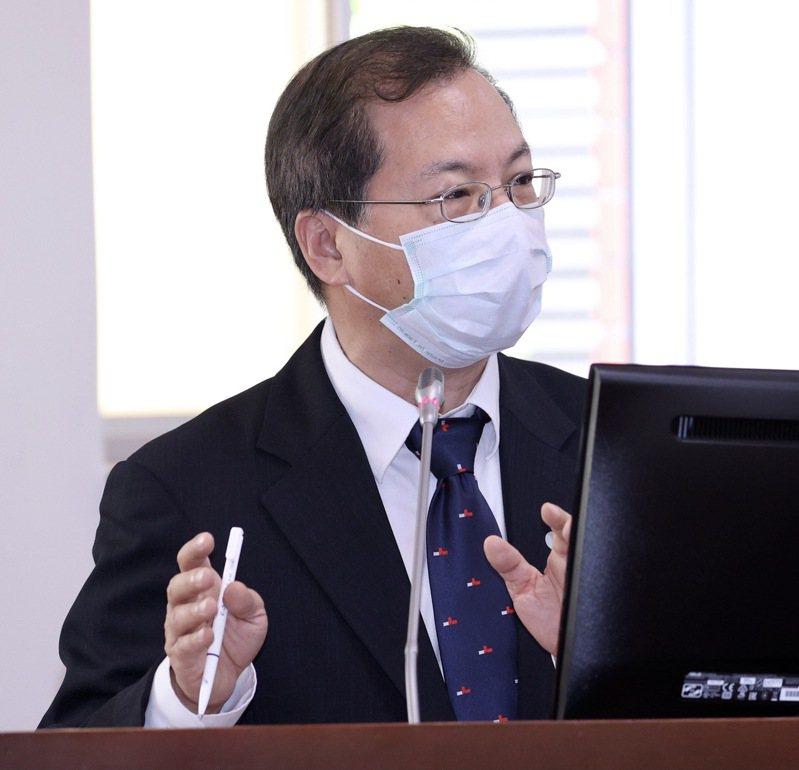 國發會主委龔明鑫表示,只要守住工業生產及投資,就不會影響出口,民間消費則難免受影響。記者黃義書/攝影