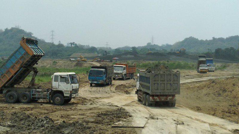 台南市政府要求加速白河水庫清淤,提早3年在民國115年恢復庫容。圖/台南市政府水利局提供