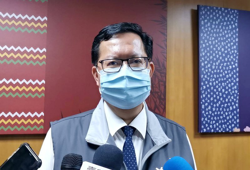 桃園市長鄭文燦決定全市活動中心、關懷據點停用及醫院、長照機構停止探病延至5月底。記者曾增勳/攝影