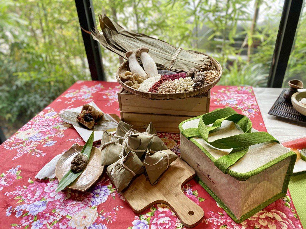 寬心園廚藝團隊在粽米中加入紅藜,讓口感軟Q綿密的粽米多了紅藜的營養價值。記者宋健...