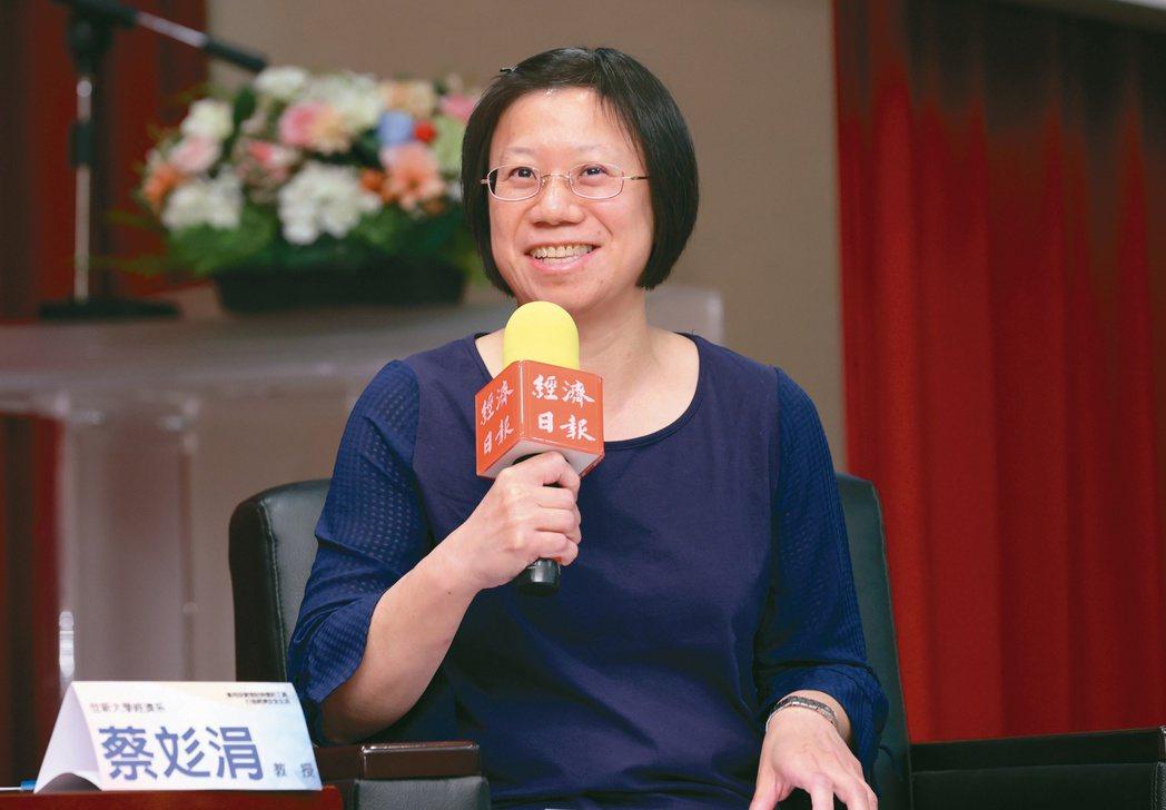 世新大學經濟系教授蔡彣涓。記者許正宏/攝影
