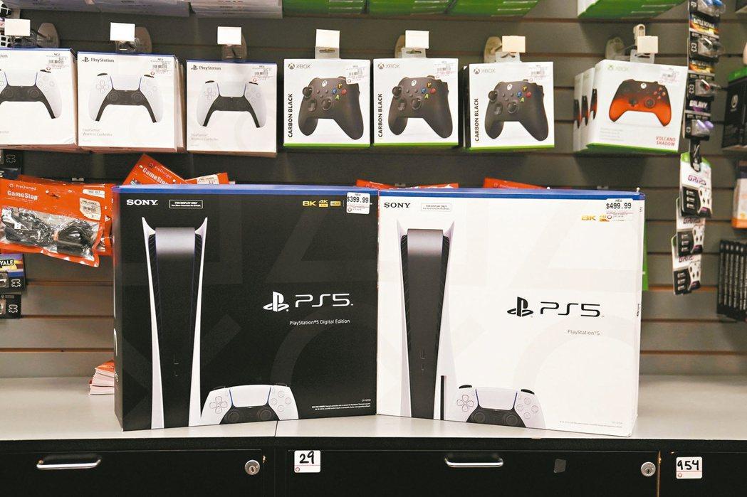 PS 5電玩主機供應短缺的情況可能一路延續至2022年。(路透)