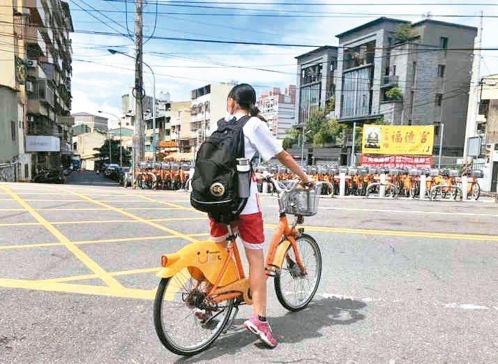 彰化公共自行車將換約,既有的微笑單車預計6月底退場,新業者運點科技的Moovo系統9月才能上線,7、8月將無法使用。本報資料照片