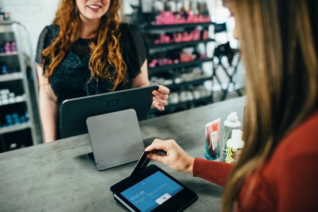 基本上所有的信用卡只要在刷卡額度大於要繳的保費金額,都能用來繳保費 圖/unsp...