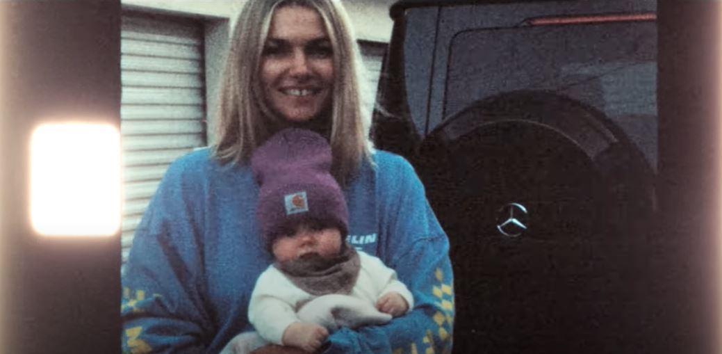 Jessica Hart與她的Baby和G63。 摘自Mercedes-AMG
