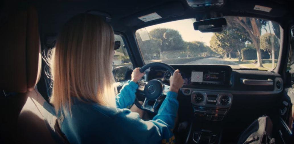 Jessica Hart:車內獨自的空間中,她才能感受到真正的自由。 摘自Mer...