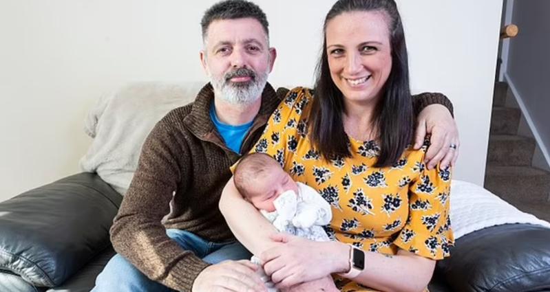 英國39歲女性在摘除卵巢手術前,竟發現懷了16周身孕。圖/取自dailymail