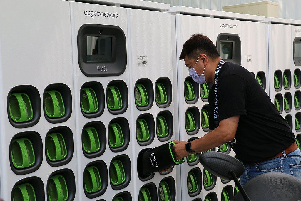 台中市政府為目前台中地區最大的電池交換站建置合作夥伴,目前用戶於台中市累積交換超...
