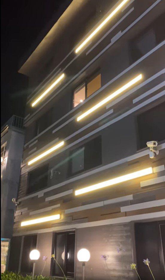 網友入住某旅館,卻聽見疑似情侶間「激烈交戰」的聲音,不禁讓他納悶該怎麼辦。 圖擷自爆怨公社(5/10)