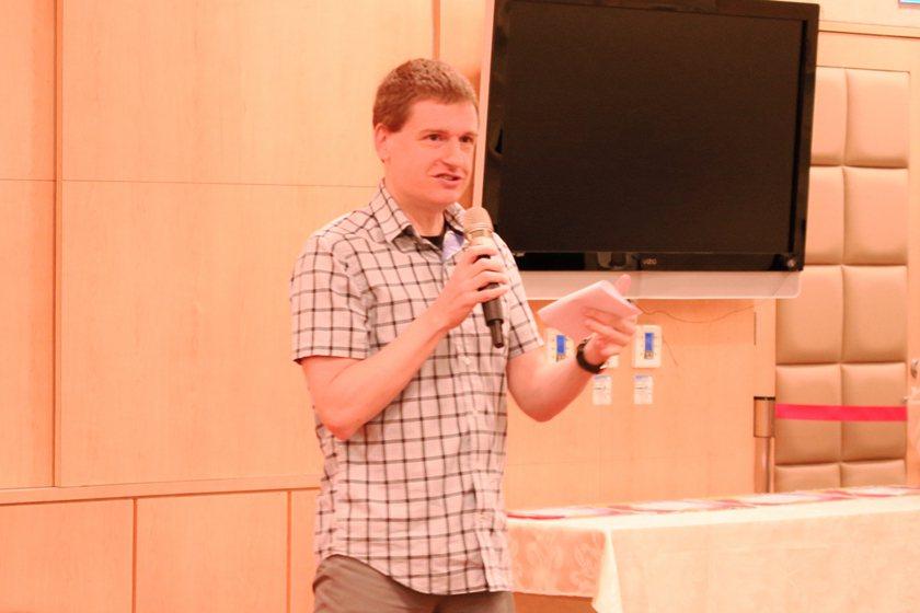 中國科大英文自我介紹比賽,外師評審為參賽學生進行講評。 校方/提供