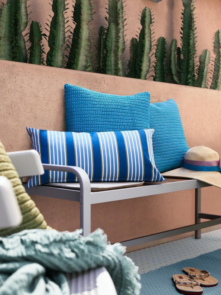新色FUNKÖN靠枕,亮眼的藍色,輕鬆為空間創造海島風。 IKEA /提供