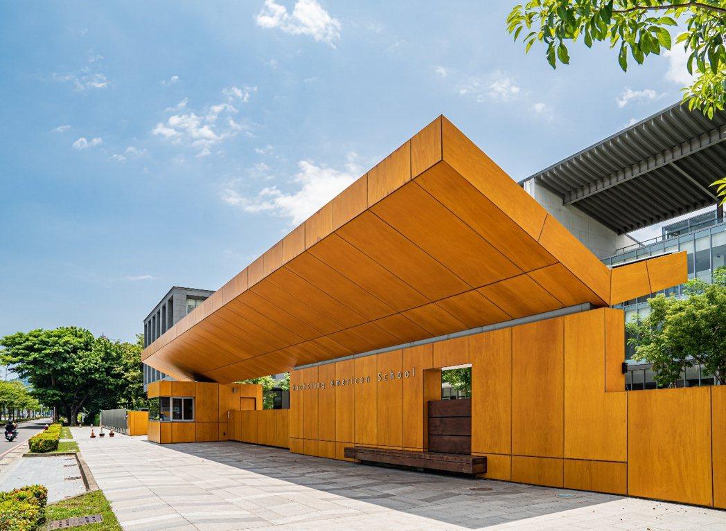 高雄美術館園區吸引6所雙語幼兒園進駐,更是注重學區的高雄父母首選之地,美術白天鵝...
