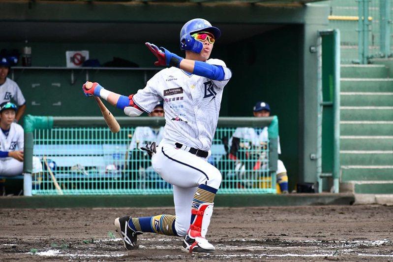 曾打過日本甲子園的台灣棒球好手蔡鉦宇今年確定投入中職選秀,目前仍維持訓練,之後也會加入業餘成棒隊實戰,目前守備位置一壘為主,三壘、二壘也能守,打擊則是他最有自信的部分;他說,希望可以讓國內球隊看見、肯定自己。 (蔡鉦宇提供)中央社