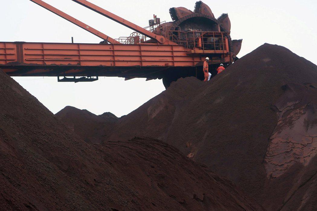 近來漲勢兇猛的鐵礦砂正在掀起一股新的市場狂潮,但分析師擔心,金屬價格與基本面不相...