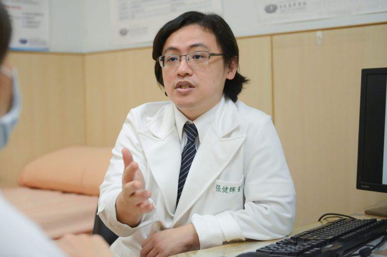 台北慈濟醫院一般外科醫師張健輝指出,膽結石的發作與飲食密切相關,斷食、長時間空腹...