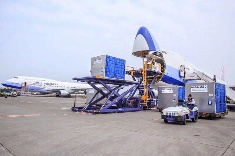 指揮中心宣布「華航清零計畫2.0」,這對華航營運勢必有影響。聯合報系資料照