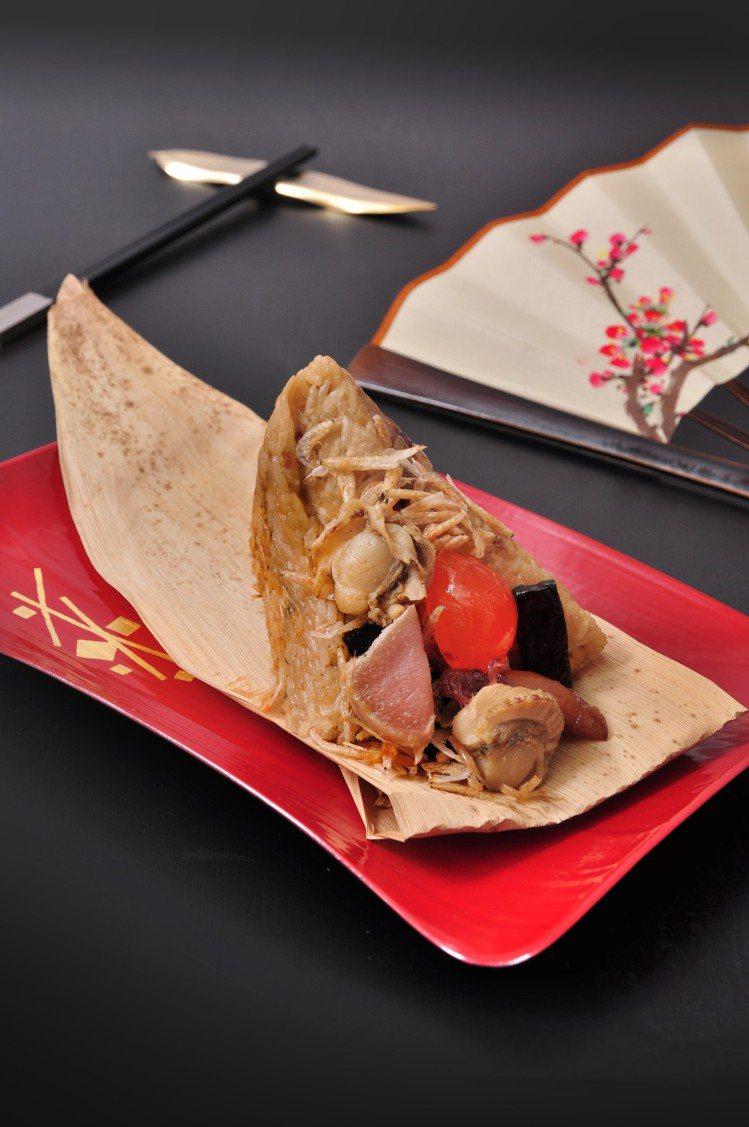 凱撒飯店連鎖創意推出「旗艦黑鮪海鮮粽」。圖/凱撒飯店提供