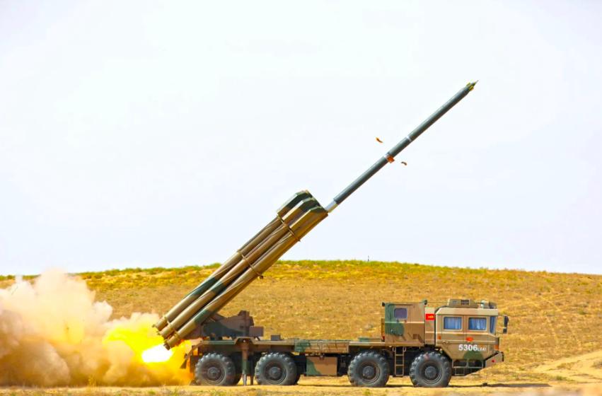 PHL-03遠程多管火箭自行火箭砲。截自中國軍事網