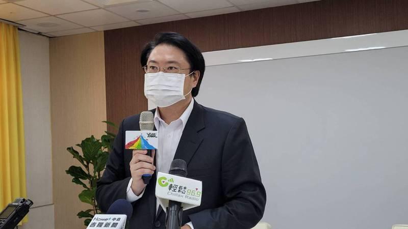 衛福部長陳時中遭批應該被槍斃,基隆市長林右昌為他抱屈,認為不需口出罵言。記者游明煌/攝影