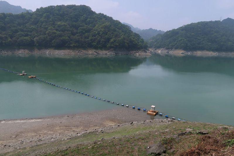 石門水庫今天蓄水率僅剩16.6%,蓄水量3354.98噸,水位212.38公尺再創今年新低,同時是史上第二枯。記者朱冠諭/攝影