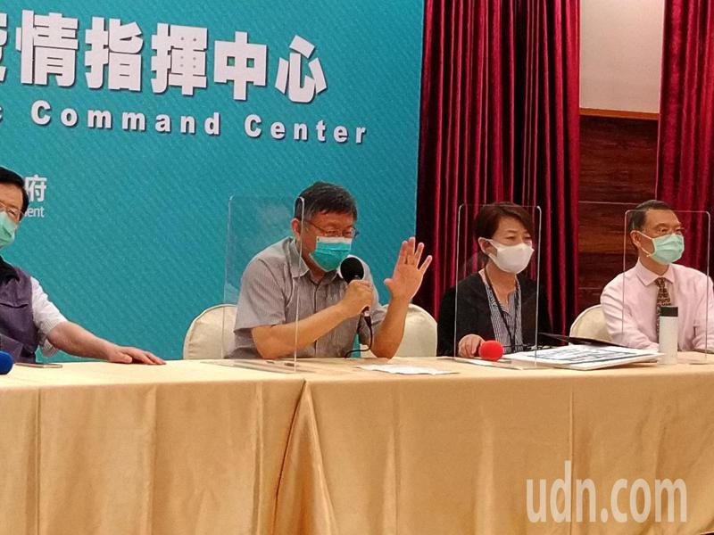 台北市長柯文哲今宣布「台北市防疫升級」,柯文哲說,「這次比上次嚴重多了。」記者林麗玉/攝影
