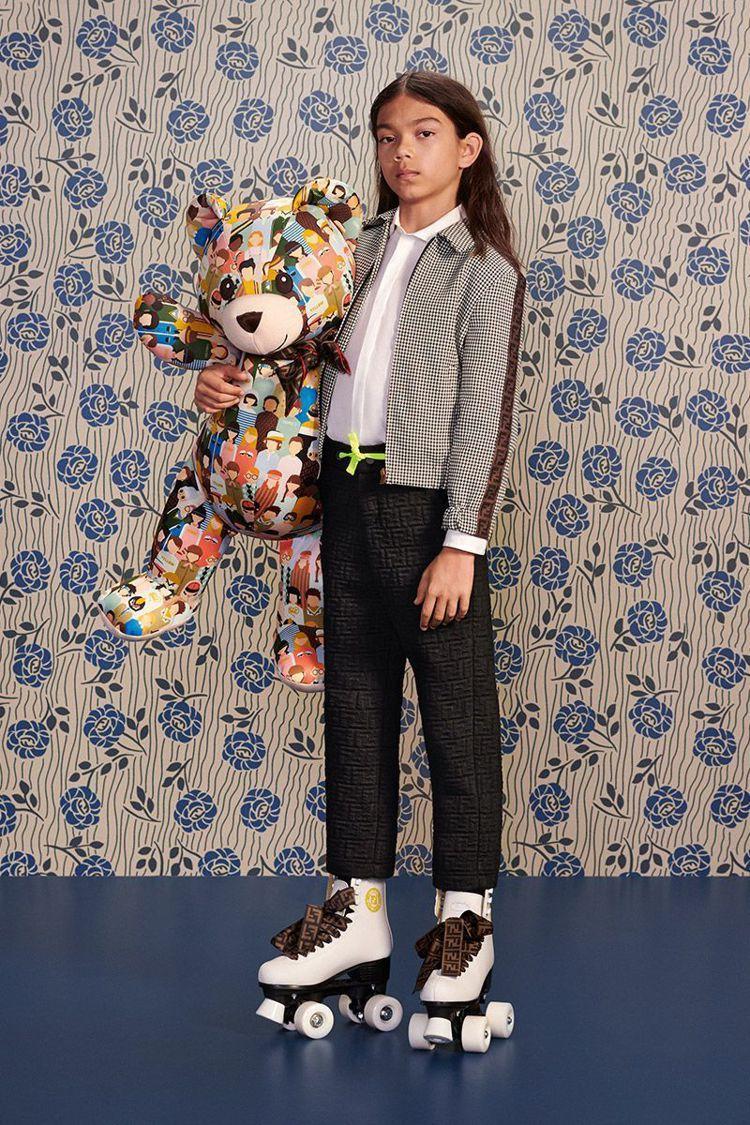 FENDI推出童裝系列,溜冰鞋奢華搶眼。圖/取自FENDI官網