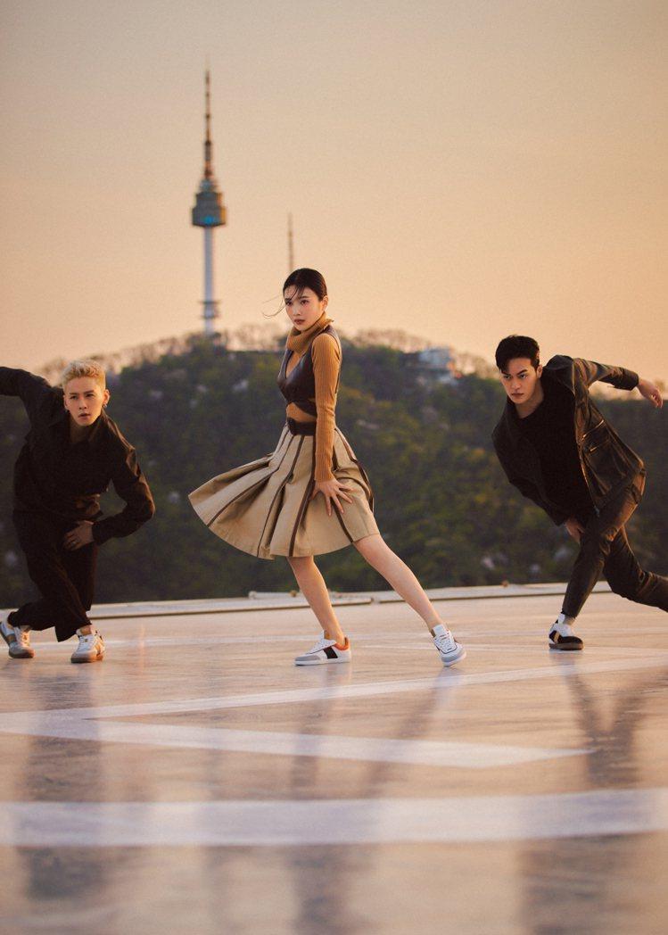 透過影片一覽TOD'S男女裝和Tabs休閒鞋在動態下的迷人之處,拍攝背...