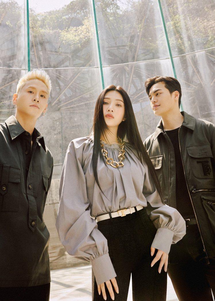 Joy在片中與兩位專業男舞者YoungDeuk Kwon與Hyunik Lee合...