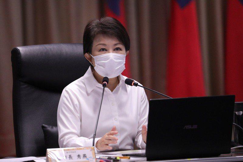 台中市長盧秀燕今天宣布「防疫加嚴、加密」,圖為日前盧秀燕召開加嚴防疫整備會議,要求加強稽查八大場域強制戴口罩。聯合報系資料照/記者趙容萱攝影