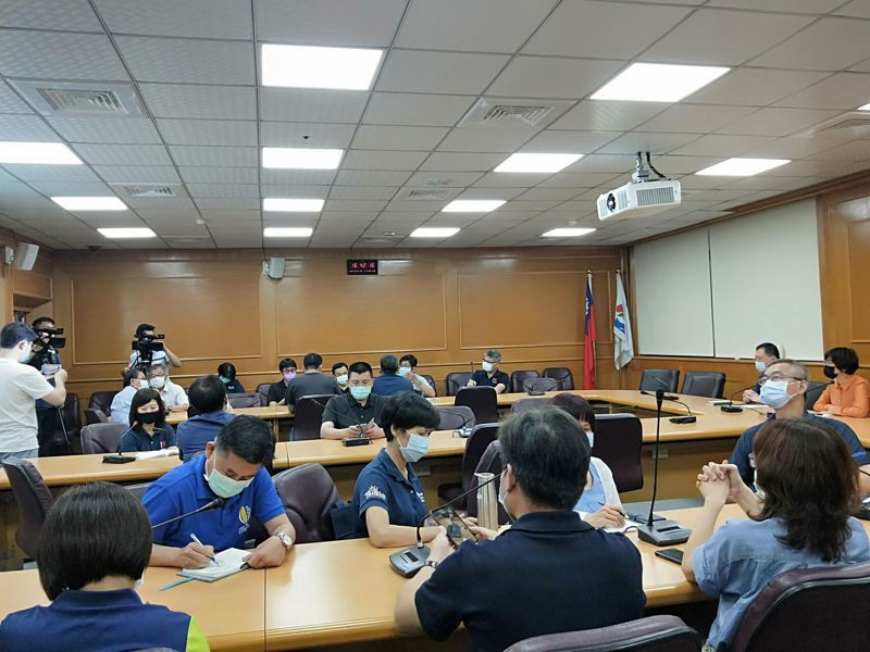 台東縣府宣布防疫升級,停辦畢業典禮、畢業旅行等多項活動。記者施鴻基/攝影