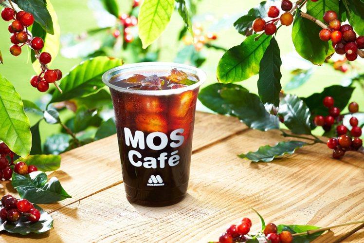 摩斯漢堡針對醫護人員推出咖啡買1送1的優惠。圖/摩斯漢堡提供