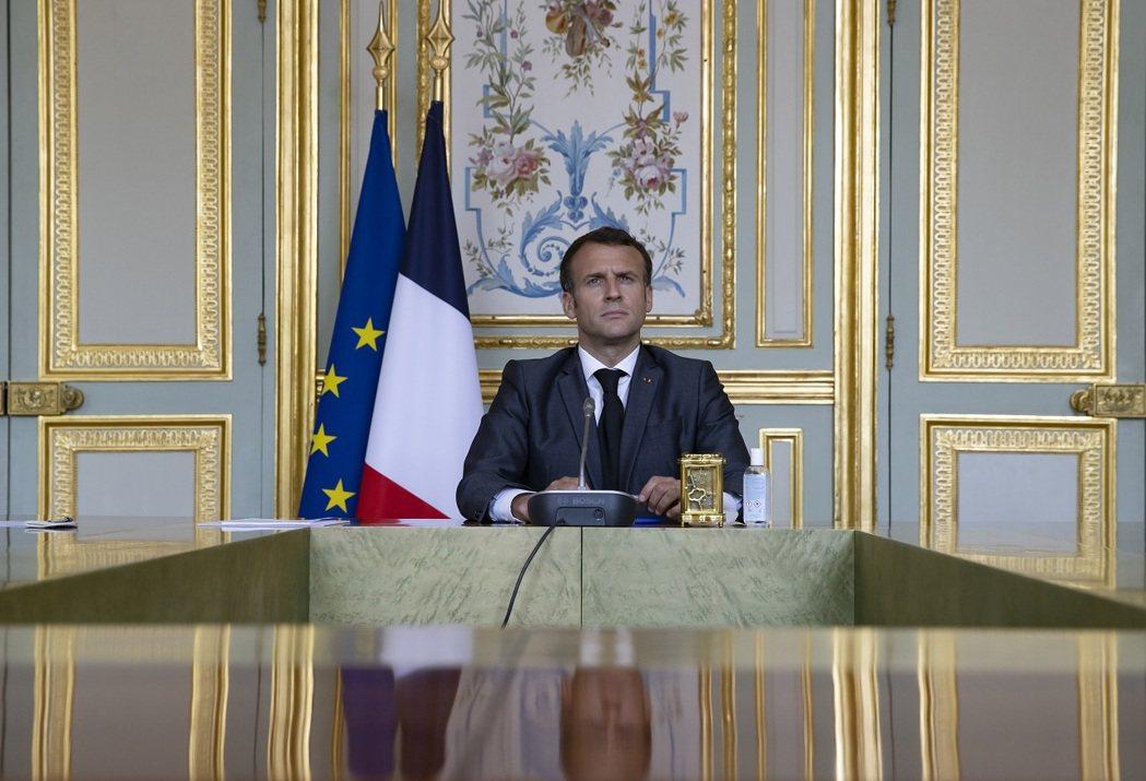 法國總統馬克宏,攝於4月22日。法國9日晚間再傳一群現役官兵發表公開信,指控馬克...