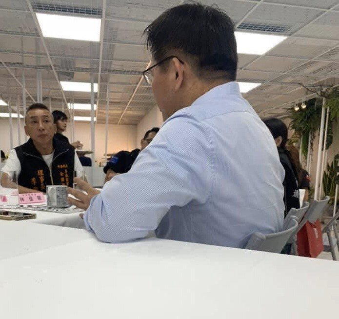 交通部前部長林佳龍邀請「76行者」團隊到他創辦的「光合基金會」座談。圖/讀者提供