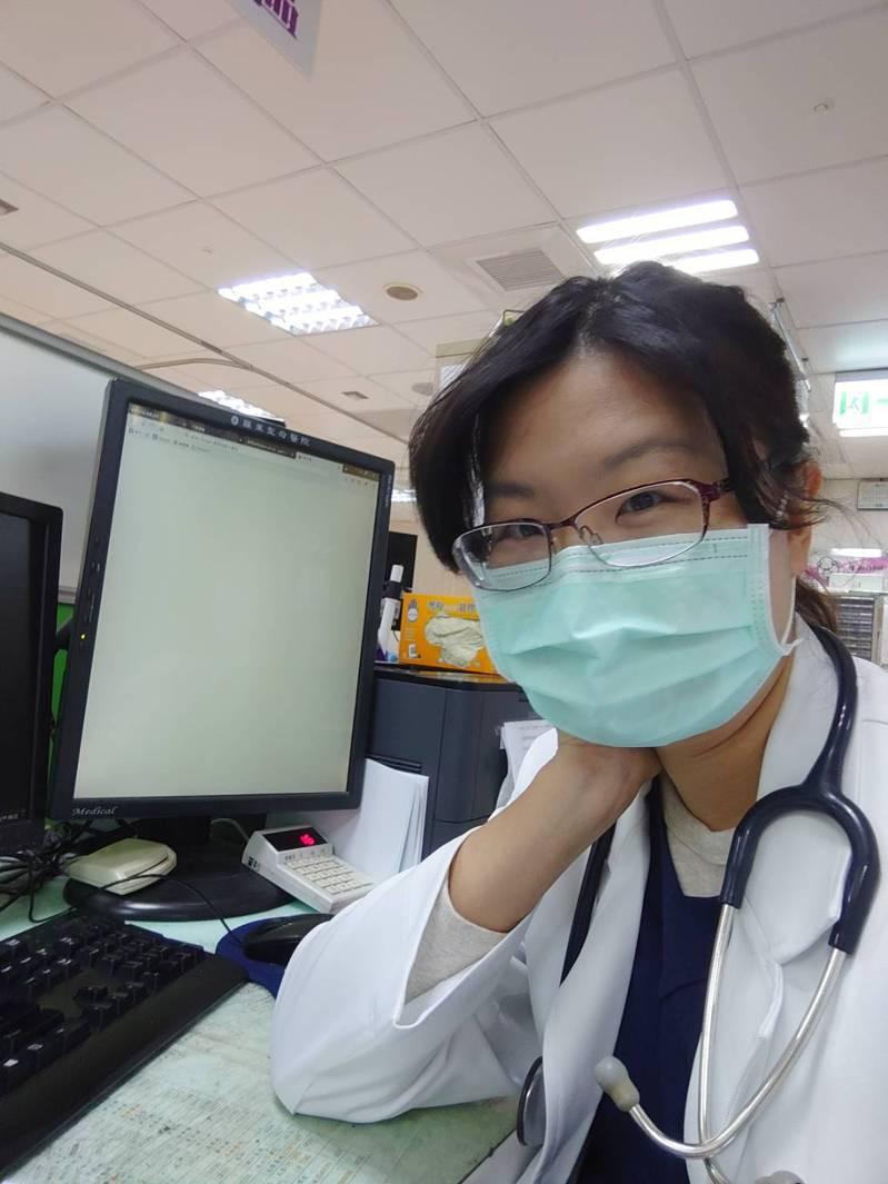 羅東聖母醫院急診室主治醫師郭恩悅警覺性高,在母親節當天安排2名急診患者採檢,隔天確診,衛生單位防疫匡列接觸者的速度也相當快,獲得中央肯定。圖/聖母醫院提供