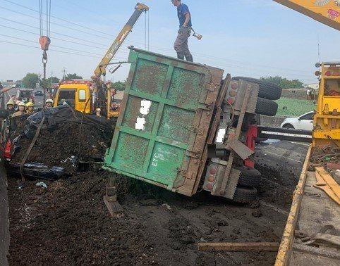 根據高公局統計,去年總計發生387件國道翻覆事故,造成14人死亡。圖/高公局提供