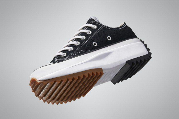 Converse Run Star Hike系列低筒鞋2,780元。圖/Conv...