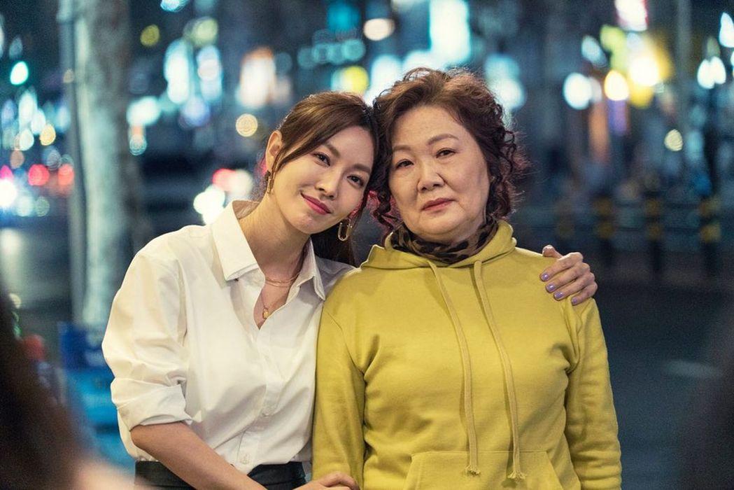 金海淑(右)、金素妍在「世上最漂亮的女兒」飾演母女。圖/中天娛樂台提供