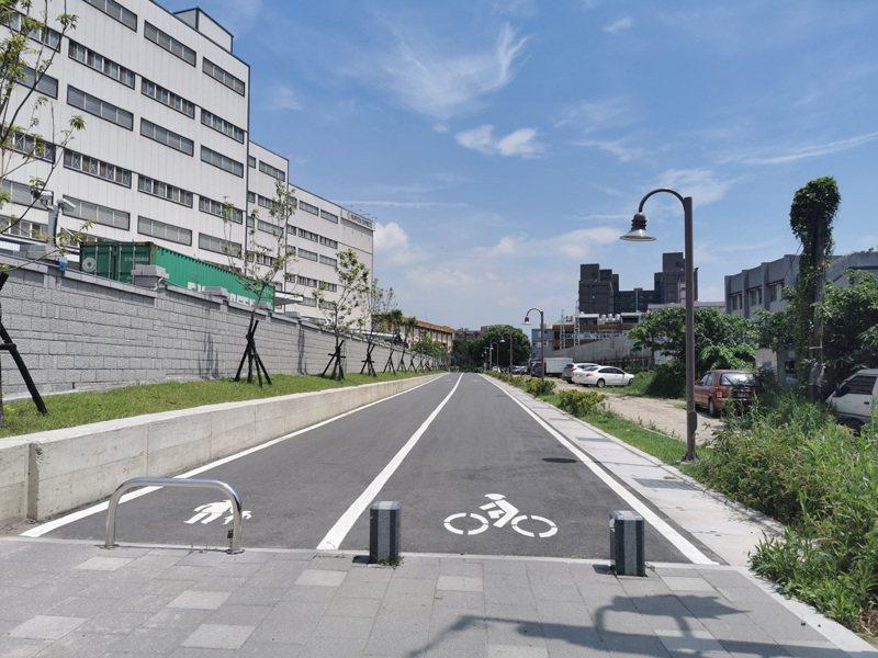 桃園市桃林鐵路大坑到健行路段自行車步道綠廊,是否開闢機車專用道,桃園、蘆竹議員意見相左。記者曾增勳/攝影