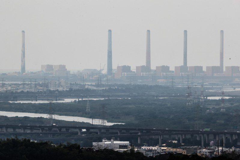 中佳電廠規畫在台中港區設置天然氣發電廠,台中市長盧秀燕表示,中火燃煤機組未汰舊換新,再增設民營電廠,對台中市民不公平。本報資料照片
