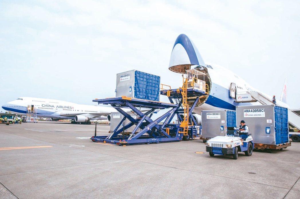 華航配合執行「清零計畫2.0」,5月貨運運能恐影響一成多。(本報系資料庫)