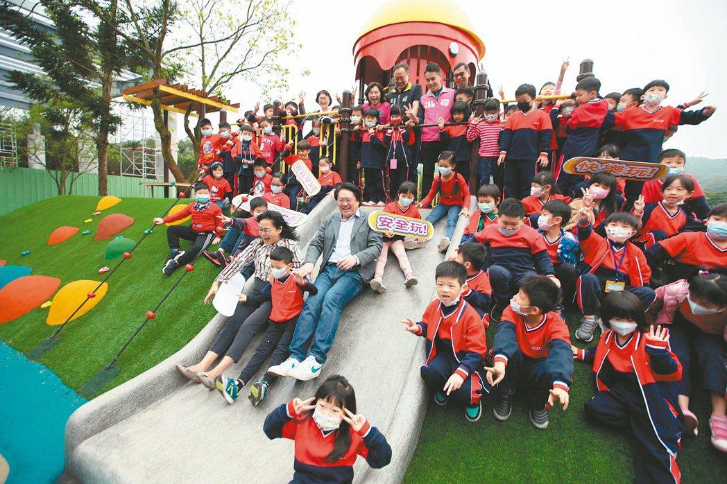 經濟日報與台灣人壽共同主辦的「2020縣市幸福指數大調查」中,基隆市以總分33....