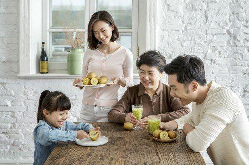 醫師建議民眾在防疫期間攝取充足的蔬果,可以促使發炎介質減少,並強化免疫細胞。 圖...