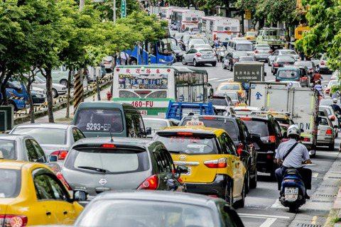 快速緩解台北內湖塞車問題的提案——城東BRT