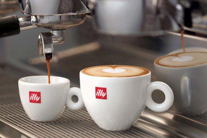 影響著全球咖啡知識產業,則是來自義大利的意利咖啡( illy caffe S.p...
